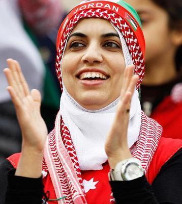 عكس : شباهت دیدنی يك زن اردني به عادل فردوسي پور ! !
