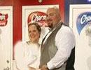 مراسم ازدواج يك زوج در توالت عمومي