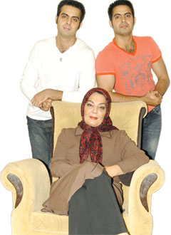 عکس و گفتگو با زهره حمیدی و پسرانش