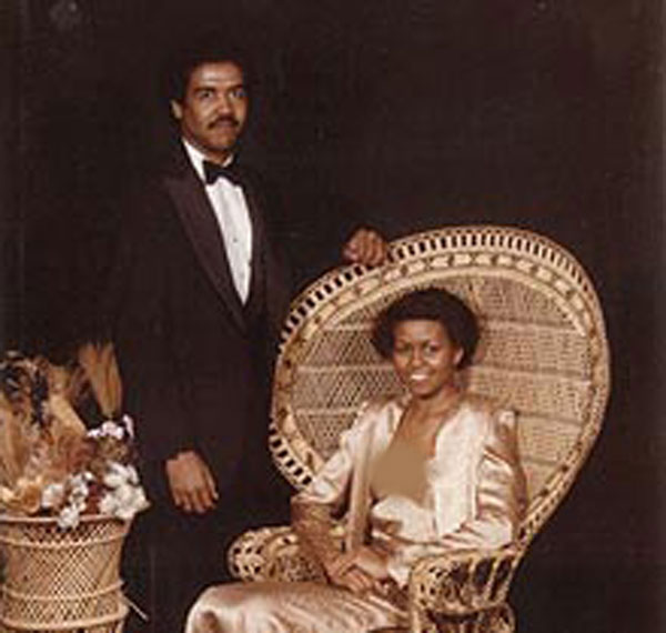 عکس:<strong>همسر باراک اوباما </strong>همراه <strong>اولين دوست پسرش </strong>در 18 سالگي!
