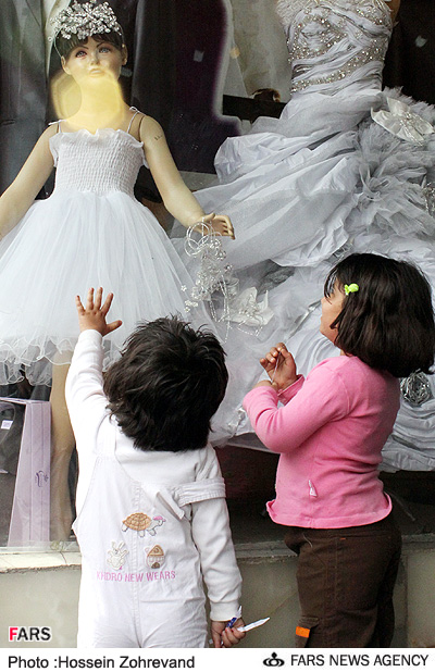 عکس : بچهها و بازار شب عيد