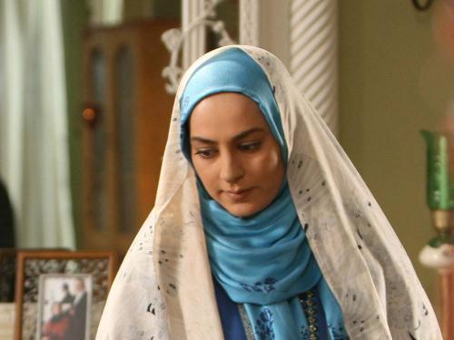 عکس : بازیگر نقش مهتاب در سریال دلنوازان در نمایشگاه مطبوعات