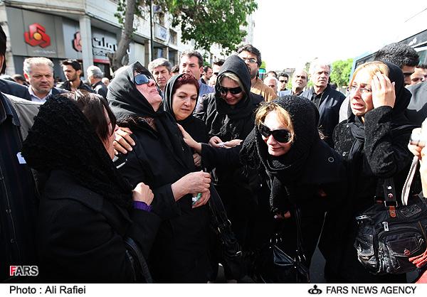 عکس : مراسم تشييع پيكر محمود بنفشه خواه با حضور هنرمندان سینما وتلویزیون