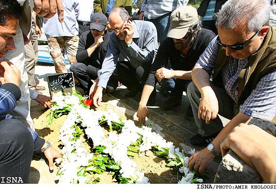 عکسهایی از خاک سپاری حمیده خیرآبادی