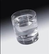 چطور لکههای آب سخت را از روی لیوان تمیز کنیم؟