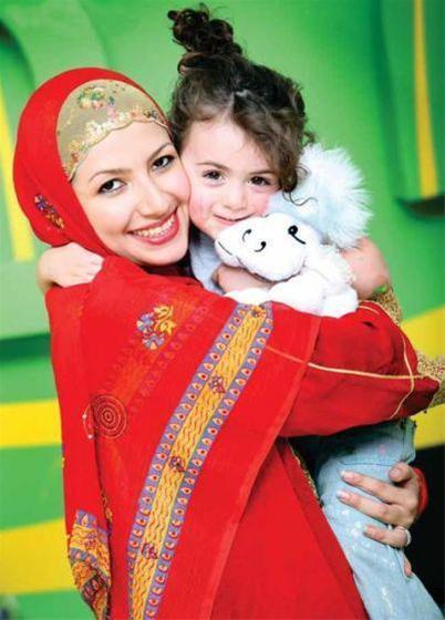 عکس:ملیکا زارعی و دخترش ( خاله شادونه )