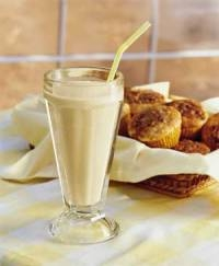 میلک شیک موز و خرما؛ صبحانهای مقوی