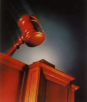 شكارچي 30 زن در برابر قضات دادگاه كيفري + عکس