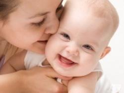 فوايد طبي بوسيدن کودک