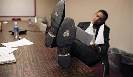 عکس جالب از اوباما با کفش های ....
