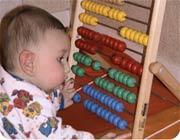 کودکان ابتدا ریاضی را می آموزند سپس حرف زدن را