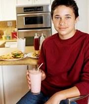نوجوانان شیر پرچرب بخورند، ولی کودکان نه!