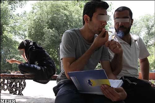 تصاویر تکان دهنده : جوانان در پارکها درس میخوانند یا ...