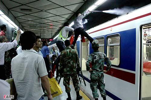 آتشسوزي قطار مترو در تهران + عکس