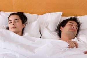 رابطه علاقه زوجین با فرم خوابیدن آنها در کنار یکدیگر