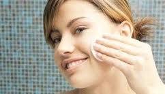 استفاده از این روغن معجزه در درمان جوش صورت