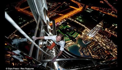 صعود حیرت انگیز مرد عنکبوتی از برج 828 متری خلیفه دبی / گزارش تصویری