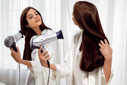 اگر میخواهید پس از سشوار کشیدن موهایتان برق بیفتد..بخوانید