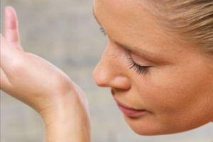 چگونه ماندگاری بوی عطر را زیادتر کنیم