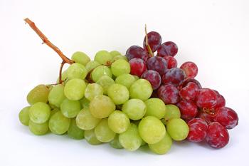 کدامیک مفیدترند؛ انگور قرمز یا سبز؟
