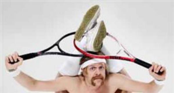 مردان و زنان شگفت انگیز(6)/ مردی که بدن خود را از راکت تنیس رد می کند