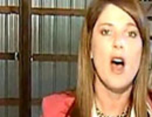 موهای خانم خبرنگار در دهان شتر