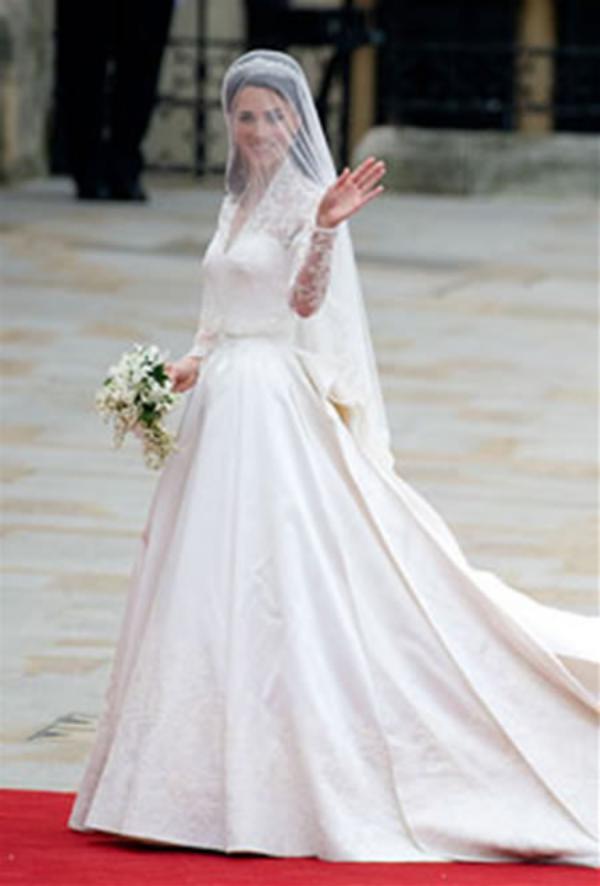 لباس عروس ملکه انگلیس به حراجی رفت + عکس