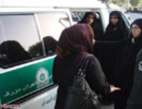 تصاویر جدید از برخورد با بدحجاب ها