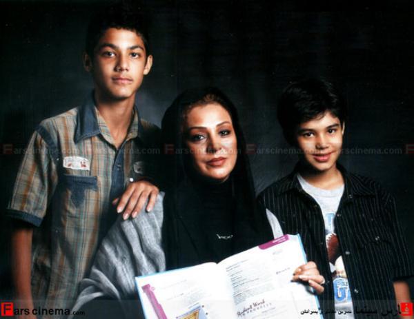 عکس : نسرین مقانلو ، همسر و پسرانش