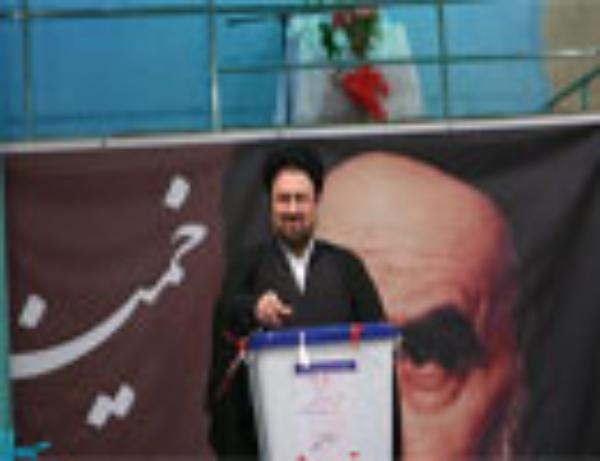 تصاویری از رای دادنهای احمدینژاد و همسرش، هاشمی رفسنجانی، سیدحسن خمینی و ....
