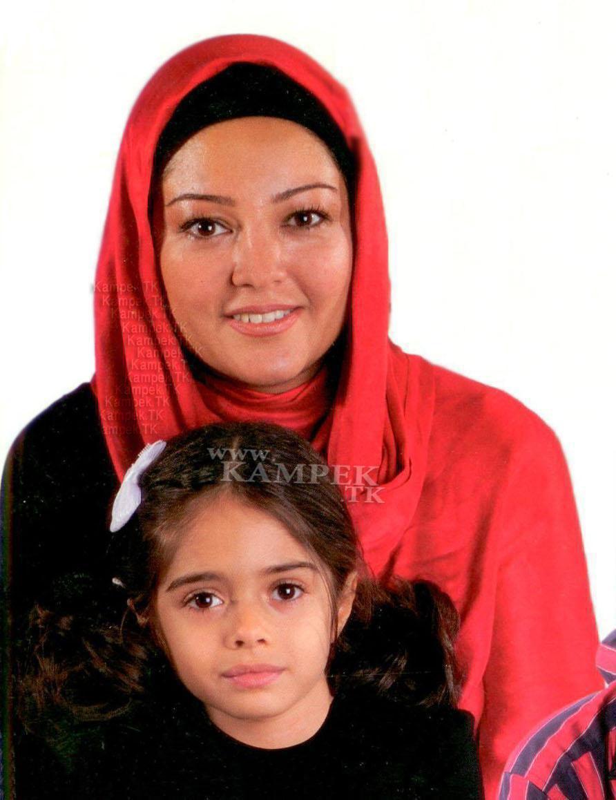 عکس های رزیتا غفاری به همراه دختر و همسرش