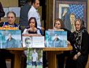 پرستو صالحی در کنار خانواده مرحوم حجازی برای کمک به زلزله زدگان