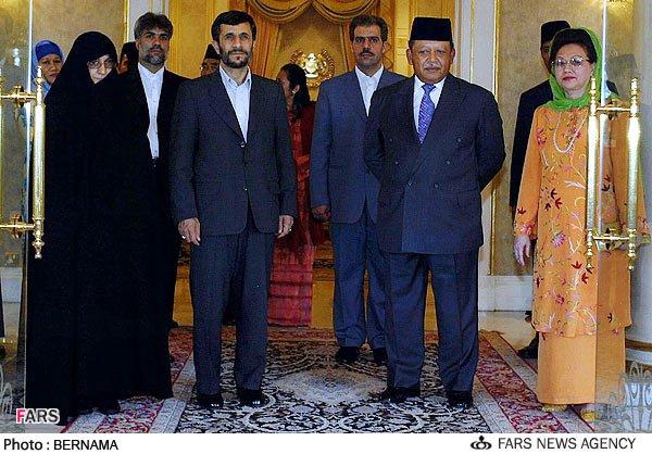 عکس: آقای احمدی نژاد و همســـــرش