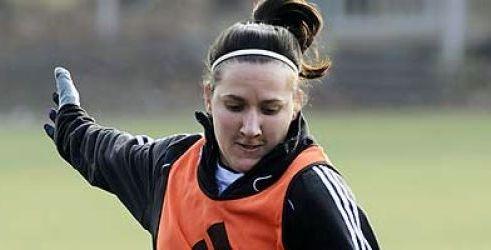 جنجال عکس های مبتذل زن فوتبالیست در فیس بوک + عکس