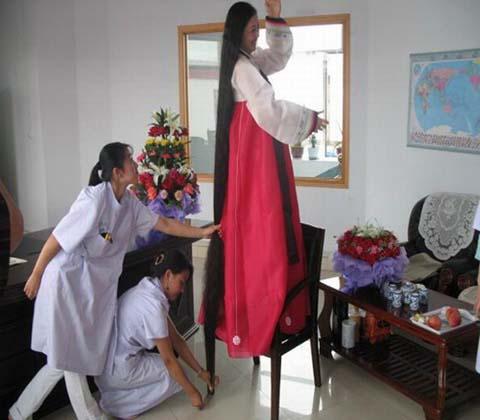 زن چینی رکورددار بلند ترین موی سر جهان + عکس