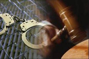 بازداشت پدر و مادری که ۱۳ فرزند خود را با زنجیر بسته بودند  تصویری از پدر و مادر روانی