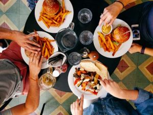 جلوگیری از مسمومیت غذایی در سفر تابستانی