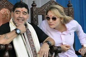 برافراشته شدن مجسمه مارادونا و خال هندی بر پیشانی او!