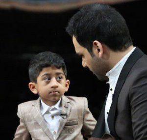 آواز خواندن امیر عباس کودک معروف مازندرانی در برنامه ماه عسل + فیلم
