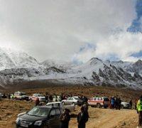 تصاویری از جمع آوری قطعات اجساد قربانیان سقوط هواپیما