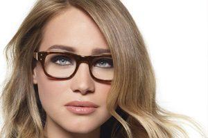 فوت و فن و نکات مهم در حین آرایش کردن همراه با عینک