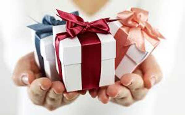 تاثیر هدیه دادن به دختر