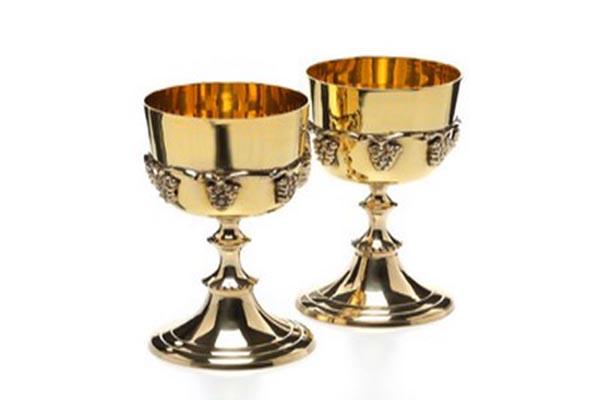 علت حرام بودن آشامیدن آب از ظرف طلا، چیست؟