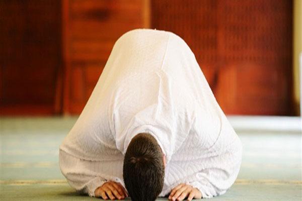 نماز حاجت روی پشت بام جهت گشایش در گرفتاری