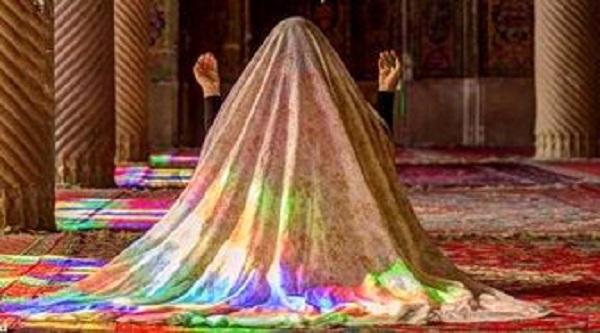 حکم نماز خواندن در حال راه رفتن و نشستن
