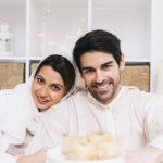 اگر در روز ماه مبارک رمضان زن و شوهر نزدیکی کنند چه حکمی دارد و باید چه کاری انجام دهند؟
