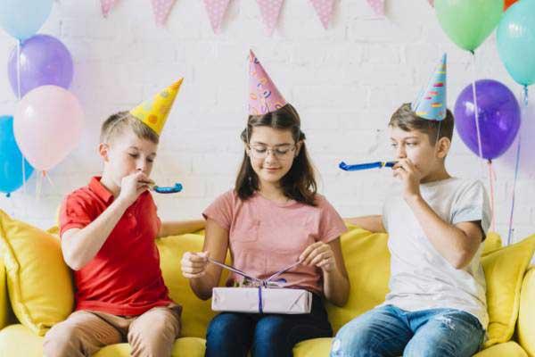 حکم جشن تولد گرفتن
