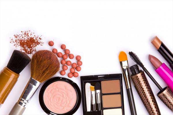 آیا آرایش کردن زن از نظر اسلام ممنوع است ؟