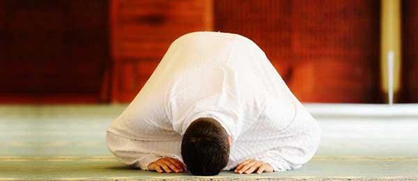 نماز از نظر امام علی (ع) چه فوایدی برای انسان دارد ؟