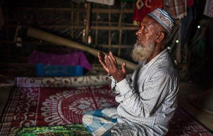 دعا کردن مردم جهان به روش های مختلف به روایت تصاویر